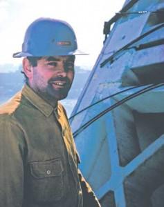 پیتر رایس در کنار اپرای سیدنی در حال ساخت